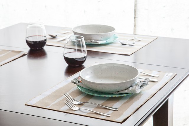 plastic dinnerware, dinner table
